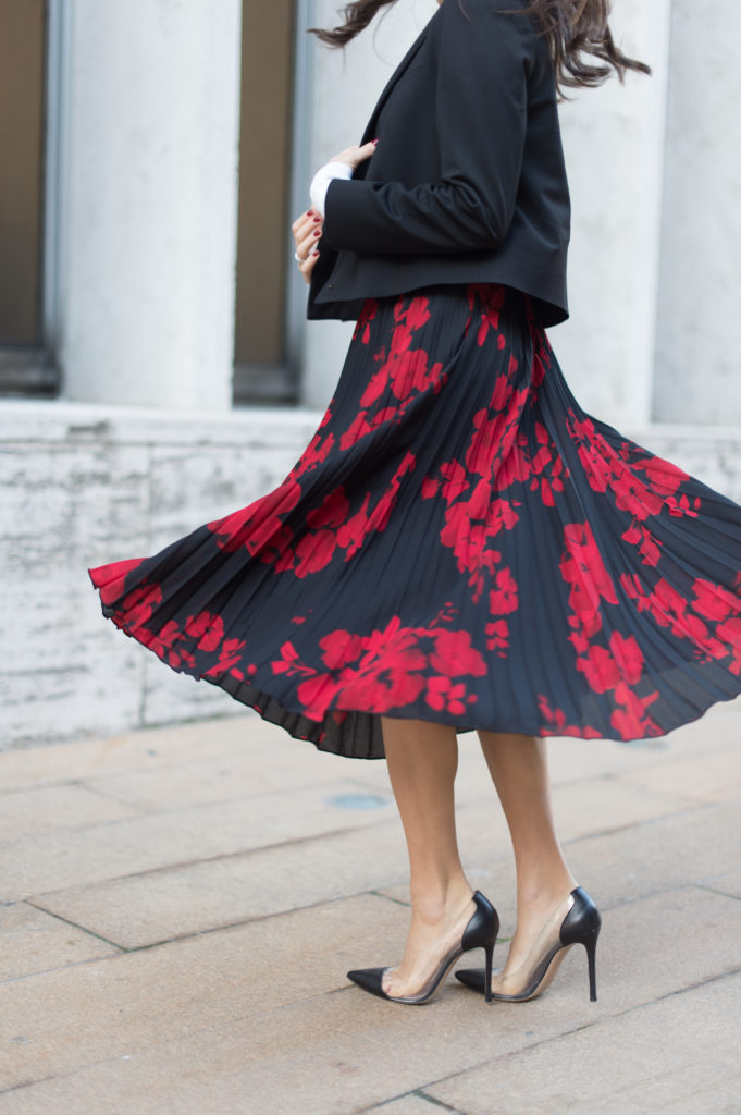 71e6915a56 Lifestyle and work wear inspiration blogger That Pencil Skirt wearing a H&M  red and navy pleated ...
